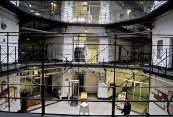 Csillag-börtön központ